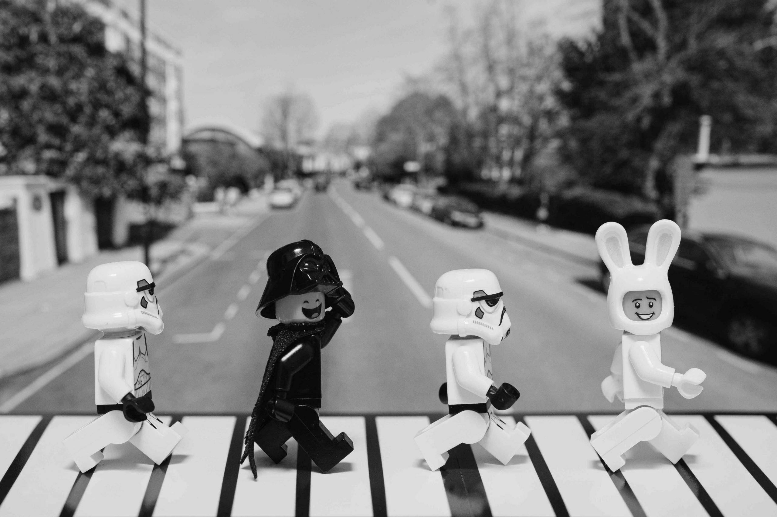 Beitrag: Dr. Stephan Bücker, Krieg der (Klemm-)Bausteine, Lego